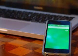 Como convertir tu Smartphone Android en Mouse para tu Ordenador ¿Tienes un smartphone cerca? Que te parece si le das un uso extra al teléfono inteligente que tienes, ¿será posible usarlo como mouse? La respuesta es SÍ, un rotundo sí, esto es posible debido a que se asemejará a un mouse inalámbrico, y además, ¡es bastante sencillo!