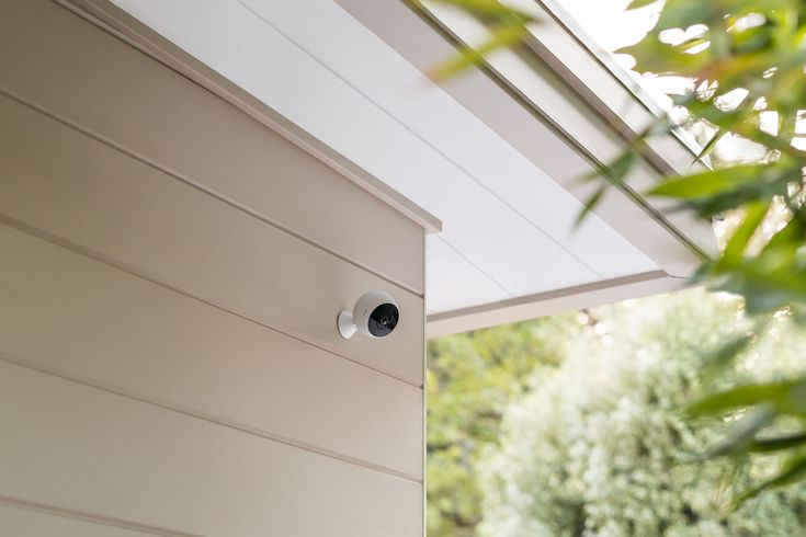 Logitech's human-spotting Nest cam rival works outdoors Back in 2015 Logitech took one look at Dropcam / Nests home security cameras and thought it could do better. It released Circle a cute ball that could monitor your dwelling and even stream video for three hours untethered from the socket. Two years later and the company is launching the Circle 2 which looks a lot more like Nests outdoor camera and similarly works outside. Kinda. If you dont live in a perma-dry state youll need to plump…