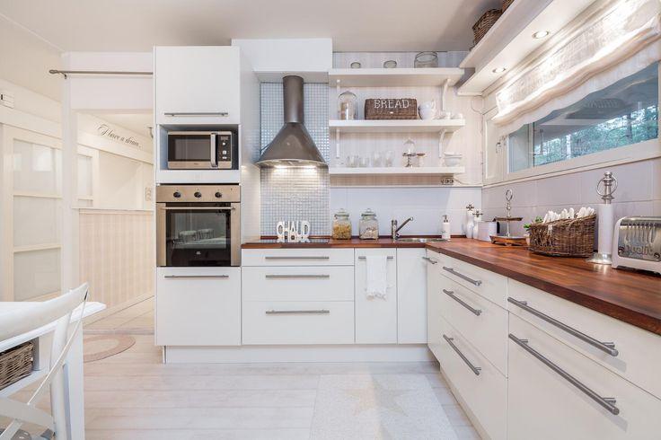 Maalaisromanttinen keittiö, Etuovi com Asunnot, 56532d83e4b09002ed15117f  Et