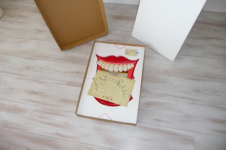 Mouth WASH mirror, ready to be sent to our client. Box, last layer of foam and our official documentation..