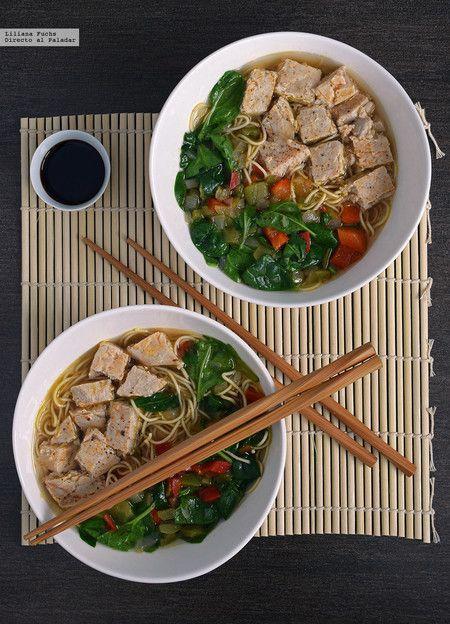 Sopa de fideos noodles al miso con atún y espinacas. Receta ligera y nutritiva International Recipes, Japchae, Deli, Ramen, Noodles, Vegetarian Recipes, Mac, Chicken, Cooking