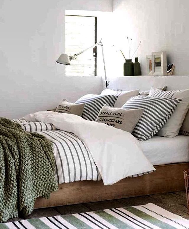 Um quarto não precisa ser grande para ser gostoso!!! #madeirabonita #cama