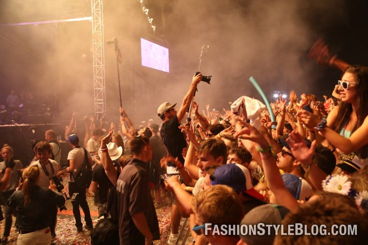 wild night at downsview park https://twitter.com/FSFashionBlog #veldfest #veld #torontomusicfest