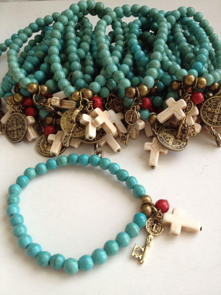 Pulsera cruz, llave y medallaita
