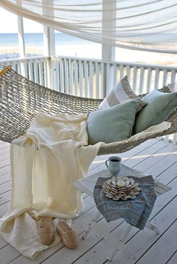 Heerlijk in de achtertuin, een hangmat!