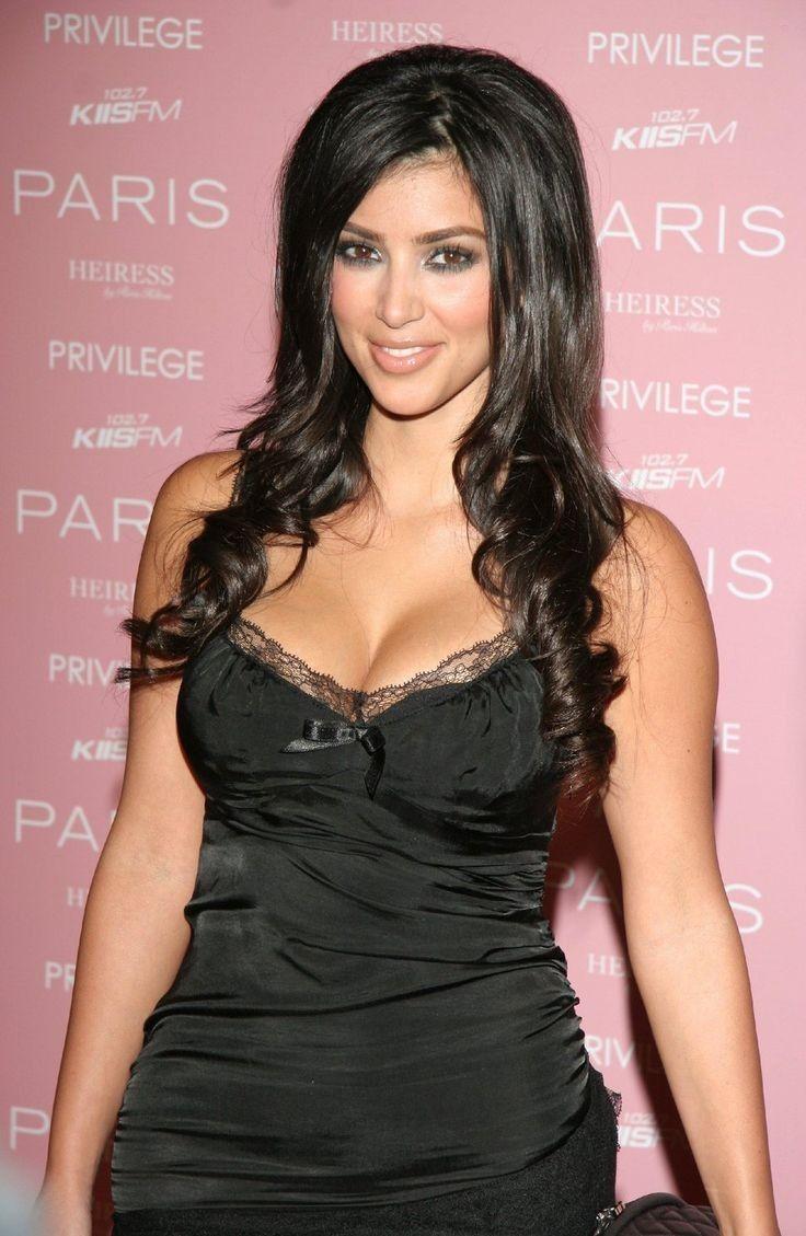 kim kardashian black low cut silk dress lace curly hair 2006 Foto | Posh24.de - Kim Kardashian Style