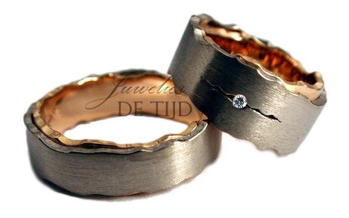 Bi-color rosé/wit gouden trouwringen met briljant geslepen diamant-Juwelier de Tijd | Persoonlijk advies over trouwringen, sieraden en taxaties