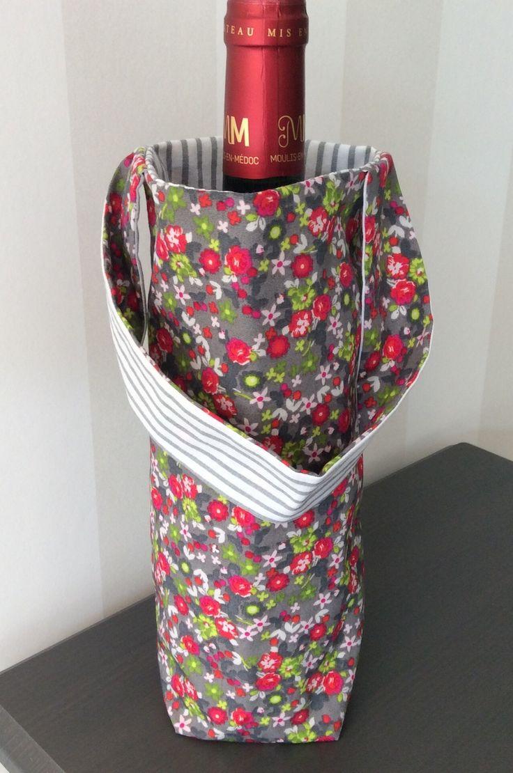 Sac à bouteilles réversible en tissu gris à fleurs vertes et rouge et blanc à rayures grises : Cuisine et service de table par fleur-de-laine