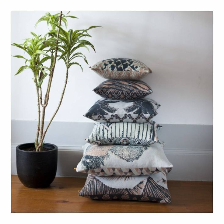 Jacquard cushion 3 different sizes in 100% Organic Cotton. Numbered Collection (01/30)