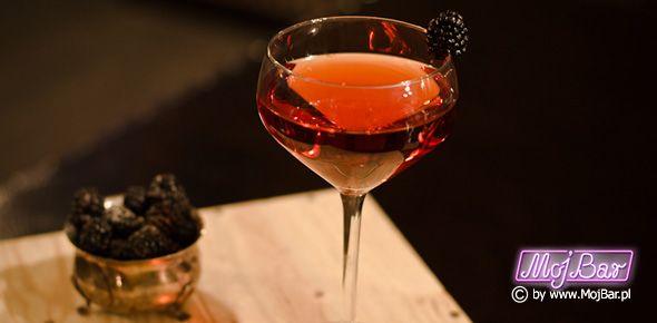 ARNAUD MARTINI Wytworny i moooooocny:  gin - 30ml, wermut wytrawny - 30ml, likier porzeczkowy - 30ml  Przepisy na drinki znajdziesz na: http://mojbar.pl/przepisy.htm