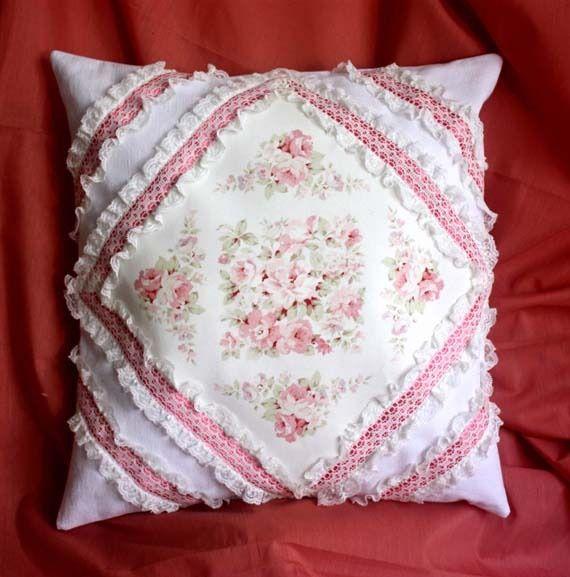 coussin housse romantique dentelle de calais d licieux motif roses anglaises double rang e de. Black Bedroom Furniture Sets. Home Design Ideas