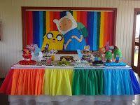 Toalha da mesa do bolo  e painel. faltam bolas ...