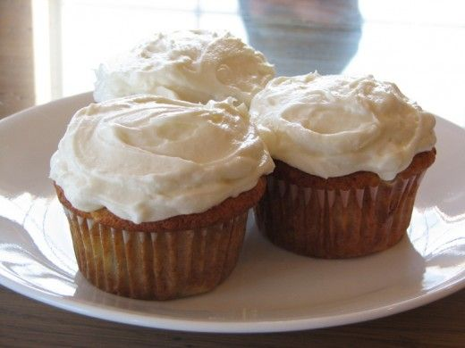 Banana Cupcakes with Honey Frosting | Cupcakes | Pinterest