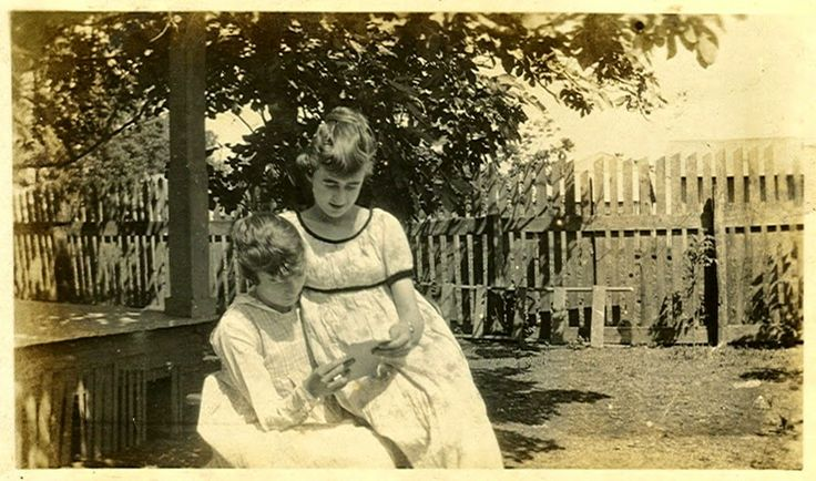 Sibling Saturday ~ Allye and Lucille Steele #genealogy #familyhistory