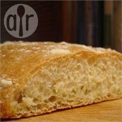 Pão ciabatta caseiro @ allrecipes.com.br - Receita simples de ciabatta na máquina de pão. Eu faço pelo menos umas 3 vezes por semana.