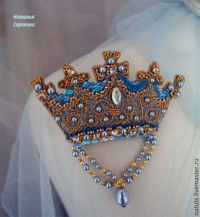 Купить Брошь-корона с жемчужной подвеской. - голубой, брошь-корона, королевская брошь, брошь винтажная