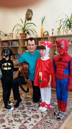 Batman, Gomba, Spiderman társaságában. Az egész ovis csoportnak mesés-zenés előadás és játék.