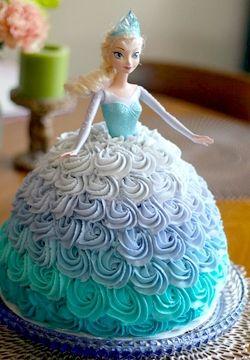 Gâteau d'anniversaire thème princesse la Reine des Neiges.