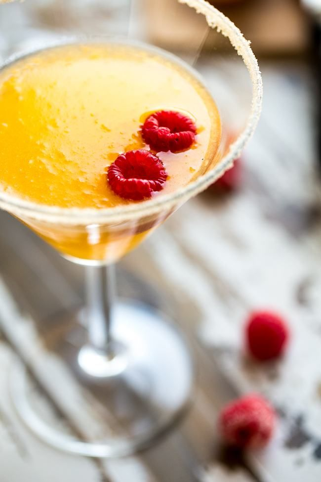 Skinny Raspberry Peach Martini - An easy, sugar free martini with only 150 calories! Perfect for summer entertaining!   Foodfaithfitness.com   @FoodFaithFit