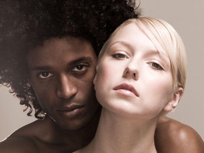 En pleno siglo XXI el tabú contra las parejas interraciales sigue existiendo. Por eso, la fotógrafa Donna Pinckley decidió fotografiar a estas parejas que reciben toda serie de críticas por ser de diferentes razas.