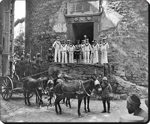 Galata Kulesi - 1920 İngiliz askerleri..
