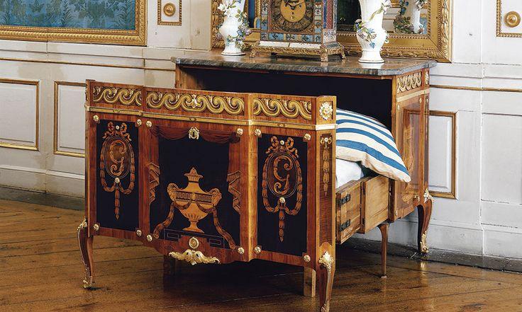 Gustav III:s livpage sov i den hopskjutbara sängen av Georg Haupt, som står på Drottningholms slott.