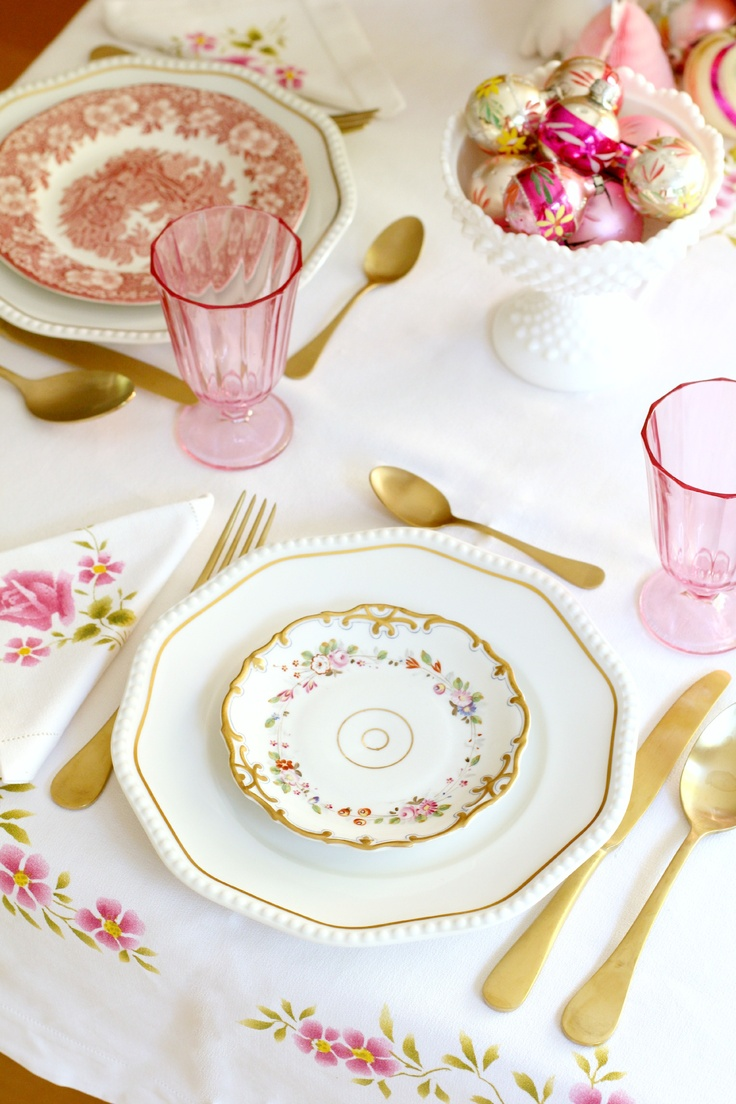 This reminds me of the Samantha American Girl Doll tea set. So cute in real life!