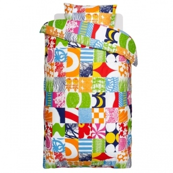 Yhdessä pussilakana ja tyynyliina, värikäs        Valmistaja: Marimekko      Design: Maija Isola, Kristina Isola