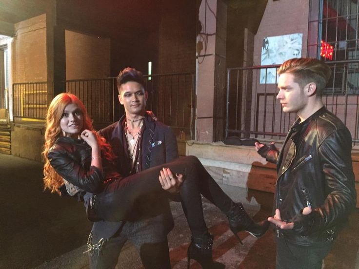 All these BTS pics are killing me, omg. #Shadowhunters