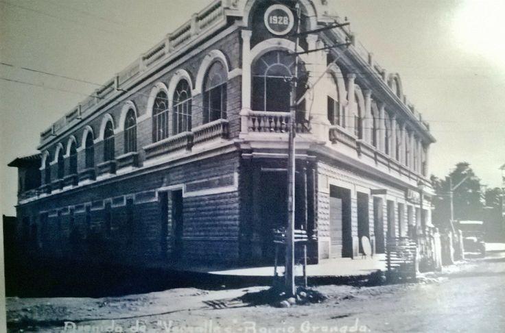 La casa de Donato Domenico en Construcción, ubicada en la Avenida 6° Nte. con Calle 13N; Hoy sede de Kokoriko de la Av. 6°