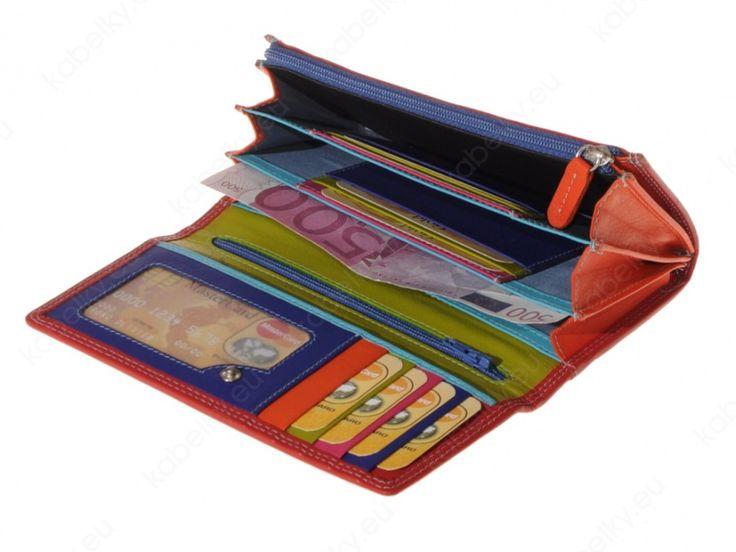 Peňaženka v obľúbenej červenej farbe. Vnútorné farebné prevedenie. Štýl a kvalita, ktoré Vám urobia radosť. Originálny a moderný dizajn, praktické členenie, kvalitný materiál. Jednoduchý nákup, rýchle dodanie, nadštandardné garancie. Nakupujte pekné veci.