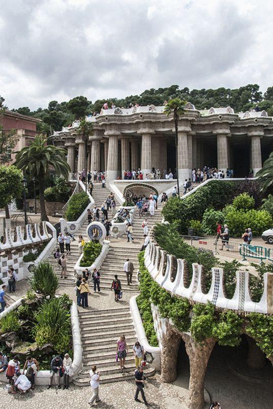 Escaleras del Park Guell, Barcelona, Spain