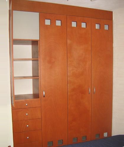 7 best images about closet on pinterest blog puertas for Closet con puertas corredizas