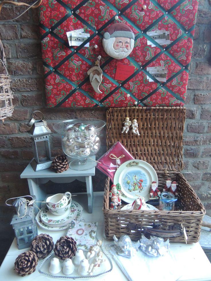 Engelse korf met leuke kerst mannetjes, bordjes, engeltjes, belletjes