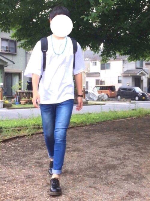 シンプル😼  今日は肌寒いですね。。:(´◦ω◦`):  ネックレスとデニムのブルーで爽やかな感じ😳                               〈サイズ〉  Tシャツ                        M  パンツ                          M  マーチン                       7