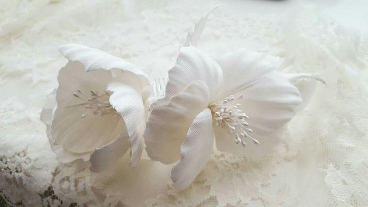 White Silk Flowers - Bridal  Hair Comb www.cameliavlad.ro