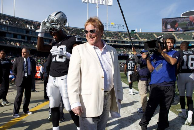 National Football League owners voted Monday in Phoenix to approve the relocation of the Oakland Raiders to Southern Nevada, where a $1.9 billion, 65,000-seat domed stadium will be built for the team.
