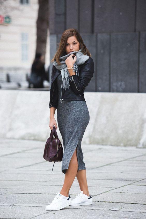 Ahhhh…os vestidos com tênis! Gente, sou completamente apaixonada por este look. Na verdade, tênis sem dúvidas é o meu sapato… | novas de 2019 | Looks femininos, Looks com saias e Look com vestido