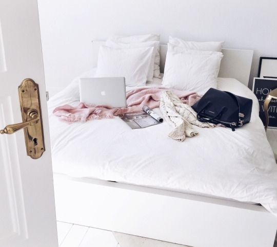 via A friend of mine recently told me that she wanted to live a minimalist lifestyle. What exactly does that even mean? Beats me. Minimalism over the past year has become a social trend that has ta...