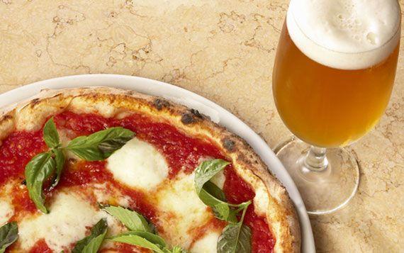 Oltre i pregiudizi il racconto del perché una pizza ben lievitata e una birra servita in maniera corretta fanno bene, non gonfiano e non ingrassano.
