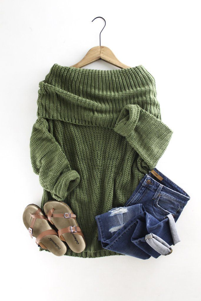 Casual and comfy outfits for Fall. Olive green sweater. Slouchy over the shoulder. therollinj.com