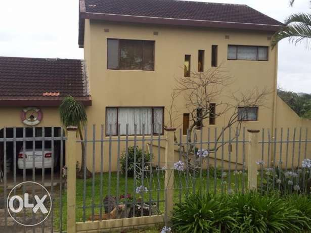 R  775,000: BARGAIN-HUNTERS TAKE NOTE: R775k - 3 bed. Double-Storey Cottage in Leisure Bay Much-loved coastal family cottage. Double-Story, large garden, wooden deck, large garage, and many interesting little de...