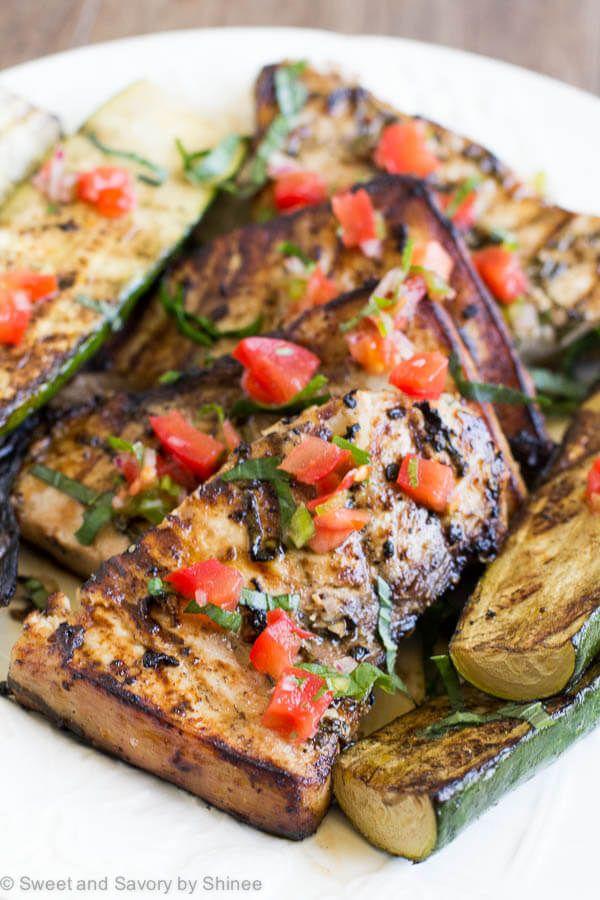 Sencilla, sabrosa cena en minutos!  Añadir esta cal albahaca filetes de pez espada a la parrilla a su menú entre semana ocupado y…