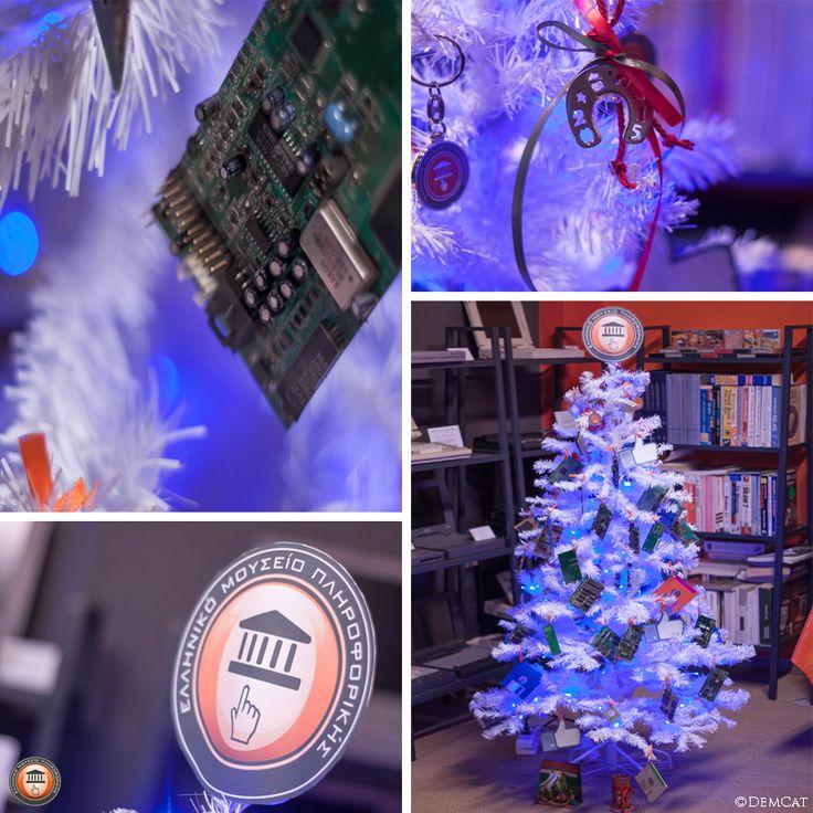Βάλαμε τα γιορτινά μας... | Our Christmas tree decoration on December 13,2014.