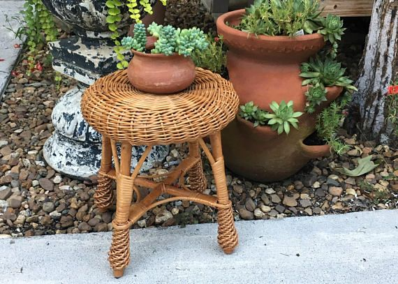 Vintage Round Wicker Stool, Mid Century Wicker Rattan Natural Colored Stool, Wicker Plant Stand, Dressing Table Stool, Cottage Cabin Style