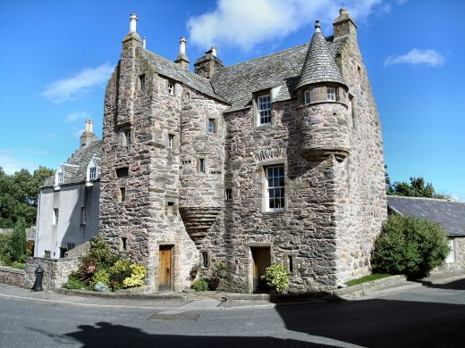 http://hubpages.com/living/Castles-for-Sale-Scotland