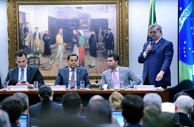 A Comissão de Constituição, Justiça e Cidadania (CCJ) da Câmara rejeitou o parecer que pedia a admissibilidade da denúncia contra o presidente Michel Temer por 40 votos a 25