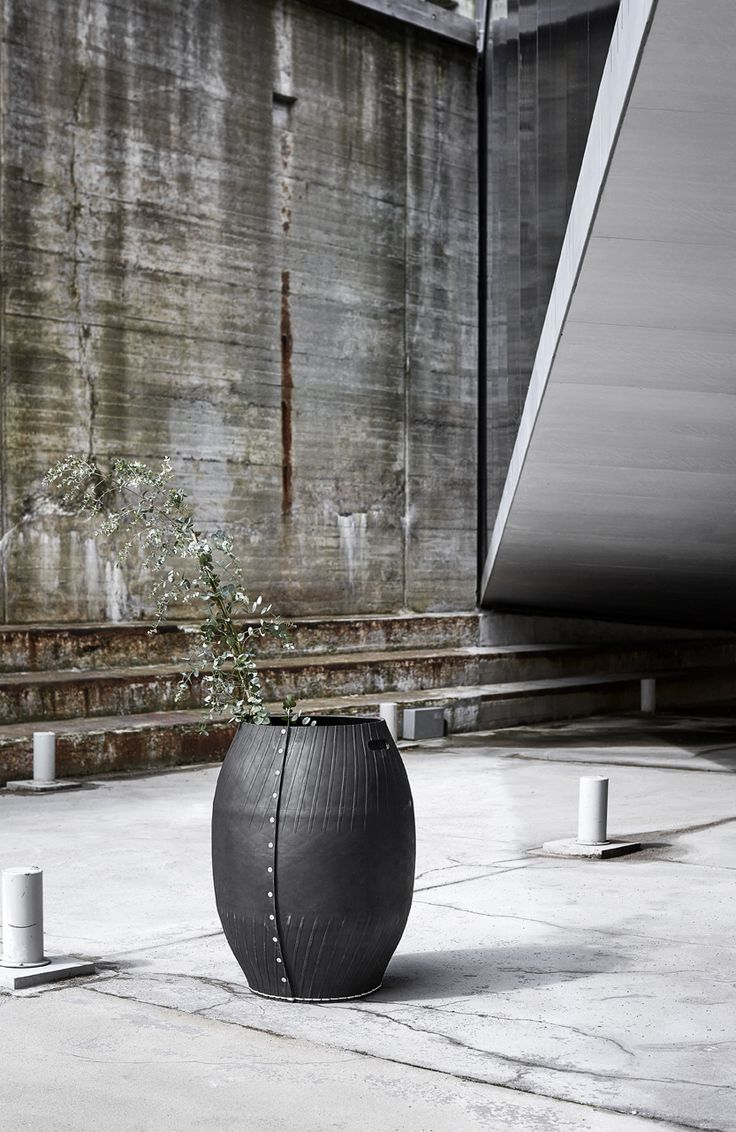 Dacarr by Muubs is a series of multifunctional baskets made of recycled rubber from car tires. Use the baskets outdoor and indoor.