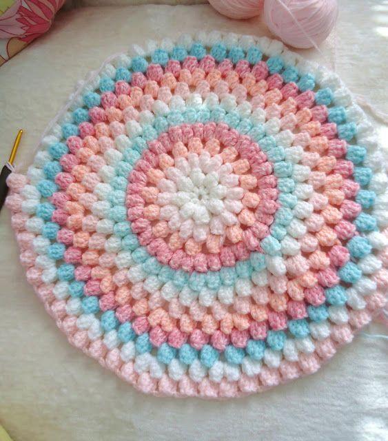 Crochet - round baby blanket - pretty colors