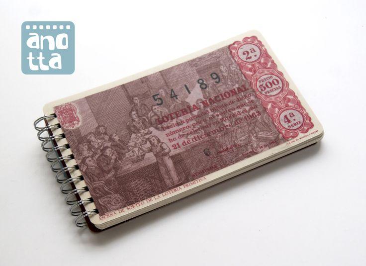 Libreta hecha a mano reciclando un antiguo décimo de lotería de navidad de 1963.